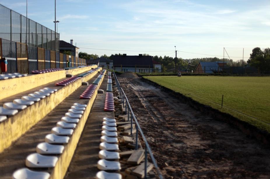 Budowa bieżni wokół stadionu