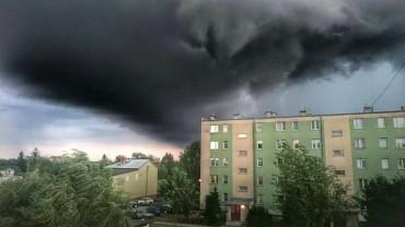Duże zniszczenia po przejściu burzy