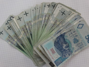 Znaleziono portfel ze znaczną ilością gotówki