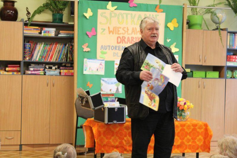 Spotkanie przedszkolaków z Platerowa z autorem książek dla dzieci – Wiesławem Drabikiem