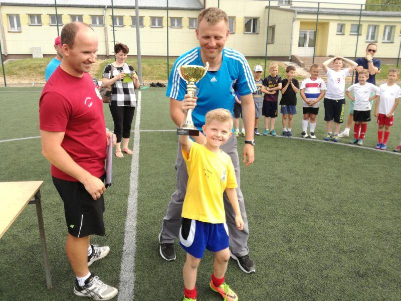 """Pierwszy Turniej Piłki Nożnej o Puchar Zarządu Klubu PUKS """"JEDYNKA"""" Łosice"""